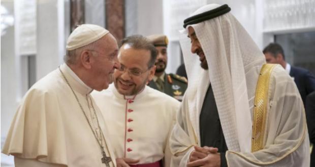 البابا يصل الإمارات في زيارة تاريخية للجزيرة العربية ويندد بحرب اليمن